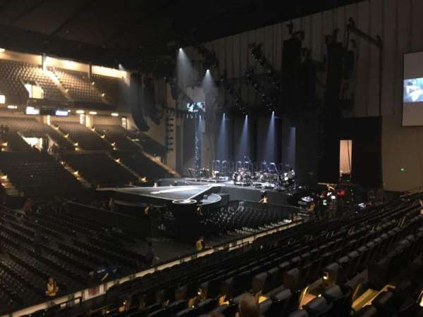 Royal Farms Arena, vak: 210, rij: F, stoel: 210
