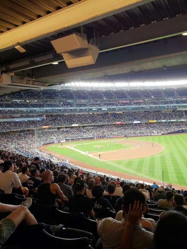 Yankee Stadium, vak: 210, rij: 22, stoel: 10