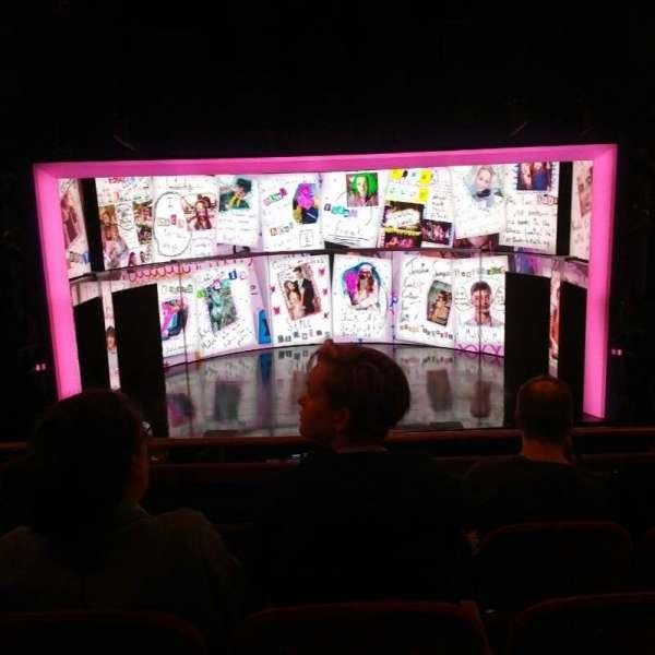 August Wilson Theatre, vak: MezzC, rij: D, stoel: 106