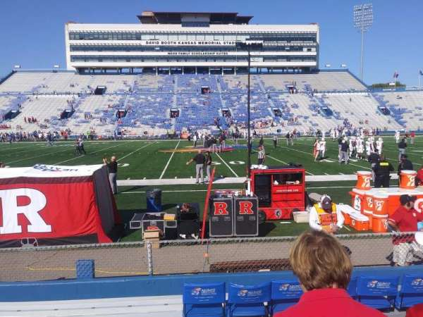 University of Kansas Memorial Stadium, vak: 121, rij: 7, stoel: 23