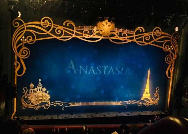 Broadhurst Theatre, vak: Left Mezz, rij: G, stoel: 1