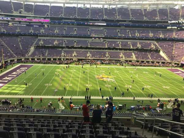 U.S. Bank Stadium, vak: 204, rij: 10, stoel: 1