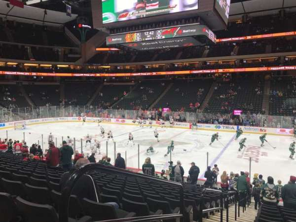 Xcel Energy Center, vak: 102, rij: 19, stoel: 18