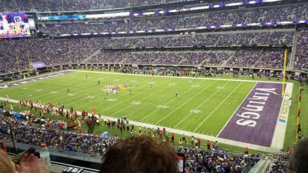 U.S. Bank Stadium, vak: 206, rij: 2, stoel: 3