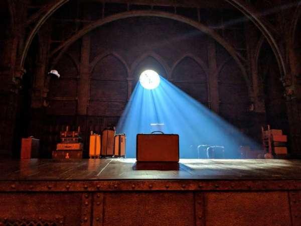 Lyric Theatre, vak: Orchestra, rij: A, stoel: 1