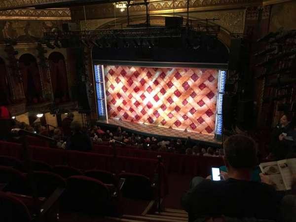 Brooks Atkinson Theatre, vak: Front Mezzanine R, rij: J, stoel: 4