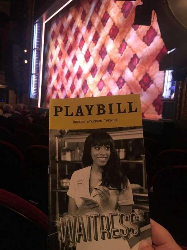 Brooks Atkinson Theatre, vak: Orchestra R, rij: E, stoel: 22
