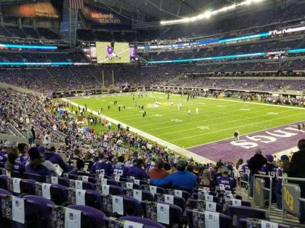U.S. Bank Stadium, vak: 103, rij: 28, stoel: 1