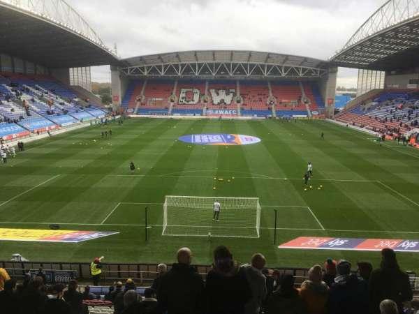DW Stadium , vak: N4, rij: AA, stoel: 89