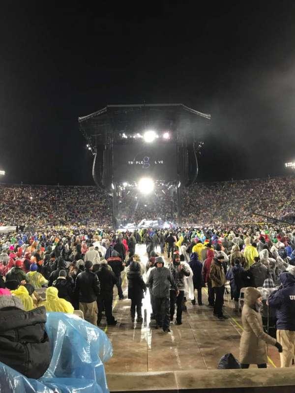 Notre Dame Stadium, vak: 19, rij: 6, stoel: 16-17