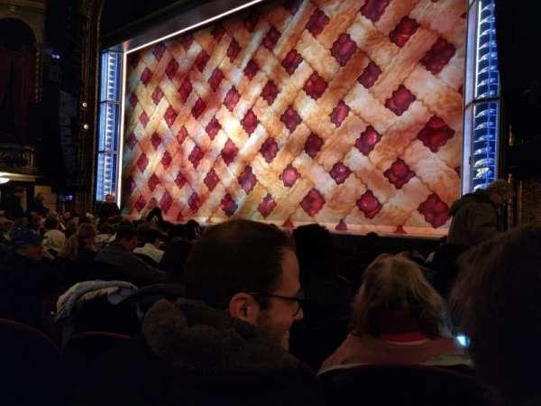 Brooks Atkinson Theatre, vak: Orchestra R, rij: G, stoel: 12