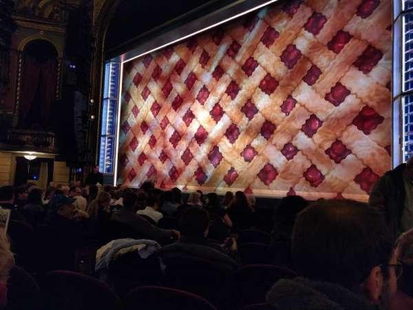 Brooks Atkinson Theatre, vak: Orchestra R, rij: G, stoel: 10