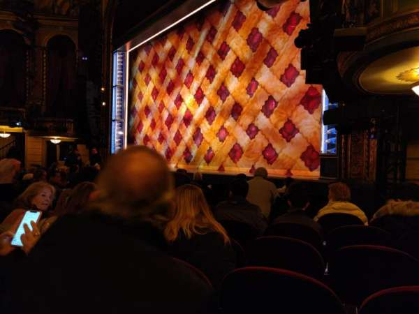 Brooks Atkinson Theatre, vak: Orchestra R, rij: G, stoel: 22