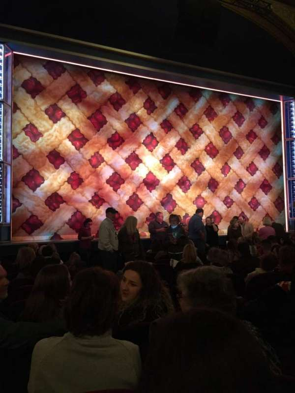 Brooks Atkinson Theatre, vak: Orchestra, rij: K, stoel: 5