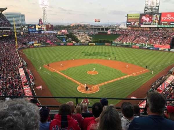 Angel Stadium, vak: 419, rij: E, stoel: 10