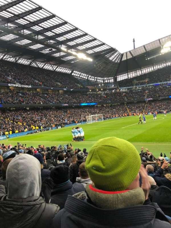 Etihad Stadium (Manchester), vak: East Stand 107, rij: L, stoel: 162