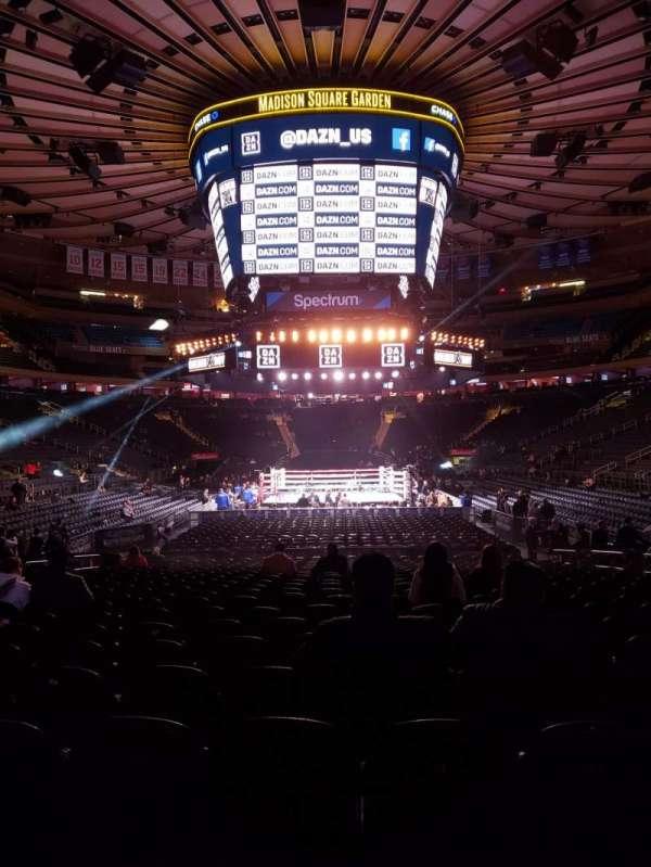 Madison Square Garden, vak: 102, rij: 6, stoel: 8