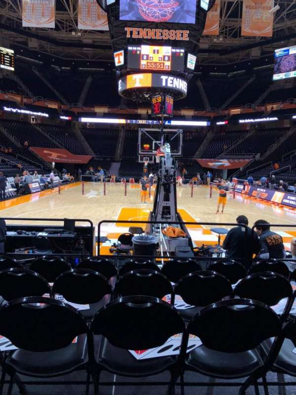 Thompson-Boling Arena, vak: 113, rij: 1, stoel: 12
