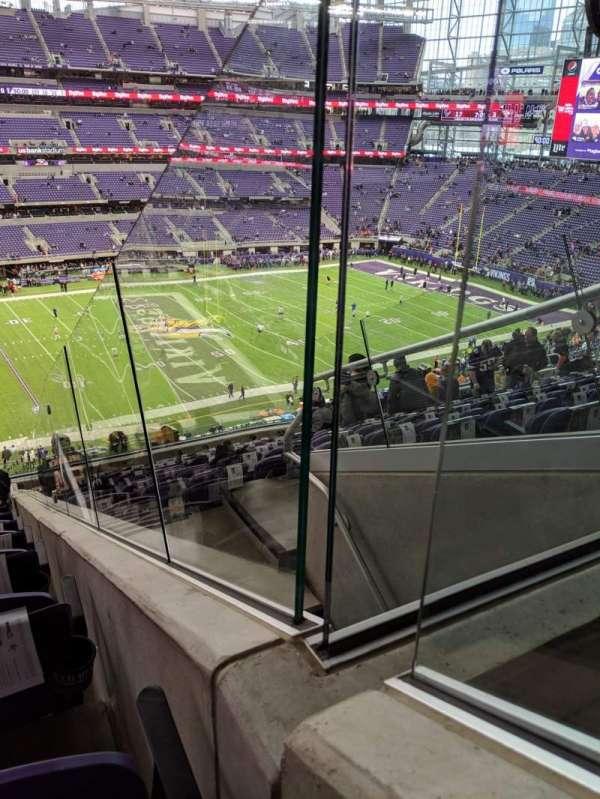 U.S. Bank Stadium, vak: 214, rij: 13, stoel: 1