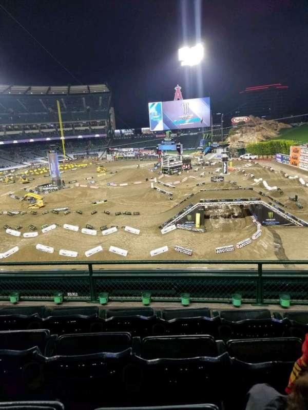 Angel Stadium, vak: 343, rij: D, stoel: 11