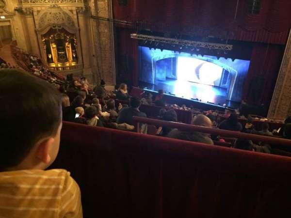 Chicago Theatre, vak: BALC2R, rij: M, stoel: 204