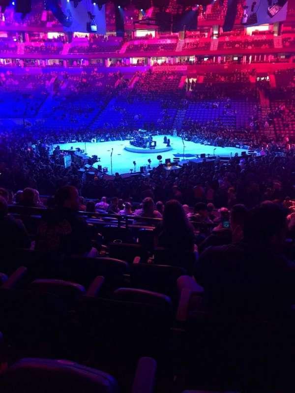 Bridgestone Arena, vak: 106, rij: E, stoel: 9