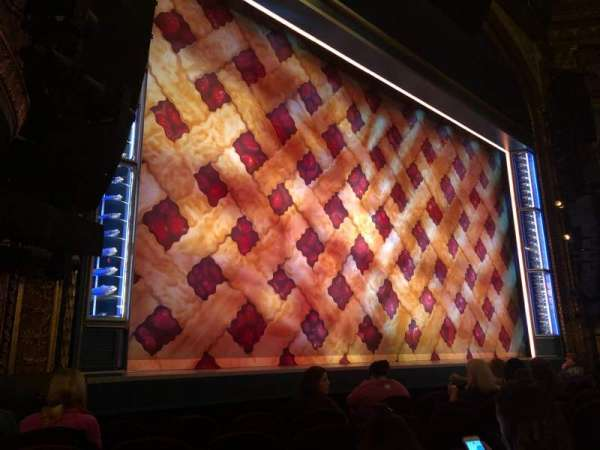 Brooks Atkinson Theatre, vak: Orchestra L, rij: E, stoel: 13
