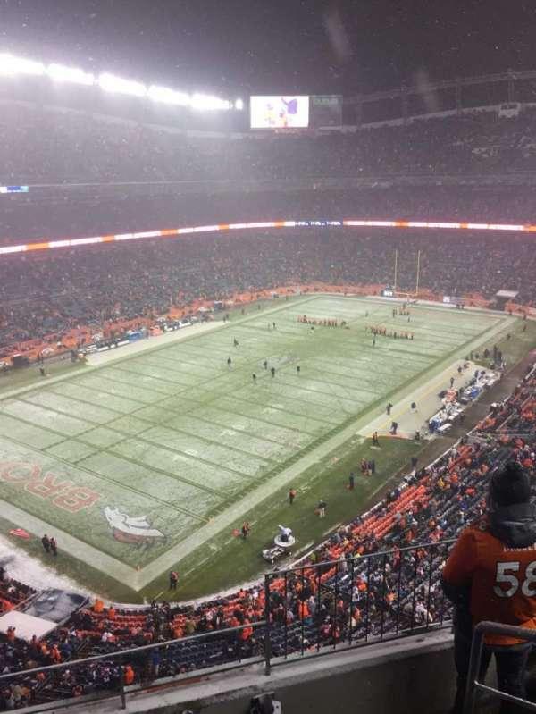 Broncos Stadium at Mile High, vak: 542, rij: 4, stoel: 1