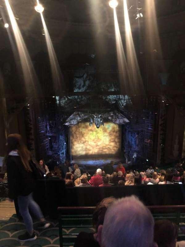 Apollo Victoria Theatre, vak: Dress Circle, rij: R, stoel: 30