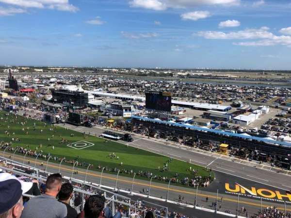 Daytona International Speedway, vak: 438, rij: 33, stoel: 10