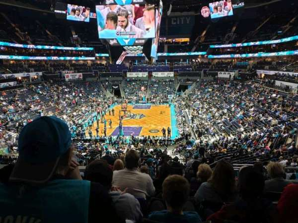 Spectrum Center, vak: 117, rij: DD, stoel: 5