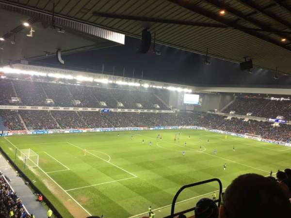 Ibrox Stadium, vak: Club Deck 7, rij: E, stoel: 0318
