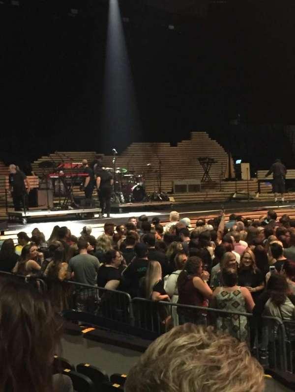 Bridgestone Arena, vak: 116, rij: FF