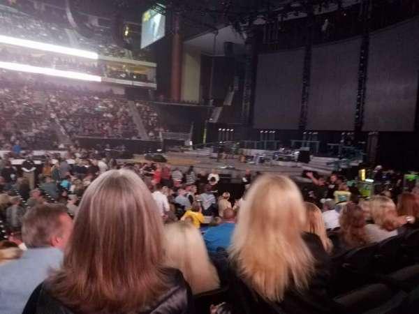 VyStar Veterans Memorial Arena, vak: 102, rij: G, stoel: 15