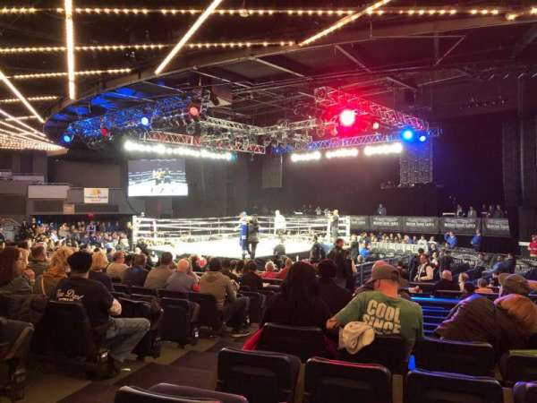 Hulu Theater at Madison Square Garden, vak: 204, rij: J, stoel: 3
