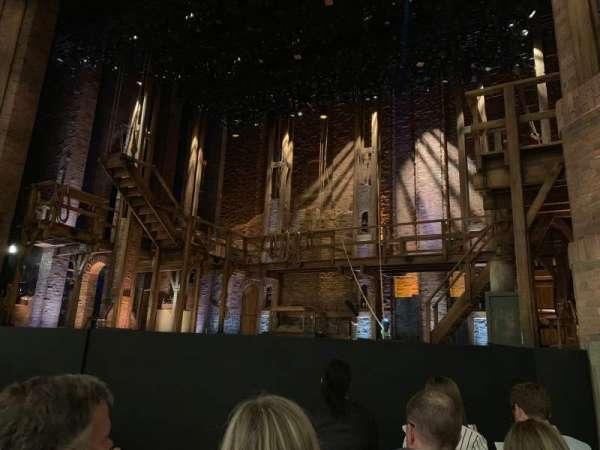CIBC Theatre, vak: ORCH-R, rij: E, stoel: 6