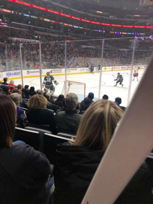Staples Center, vak: 106, rij: 8, stoel: 7