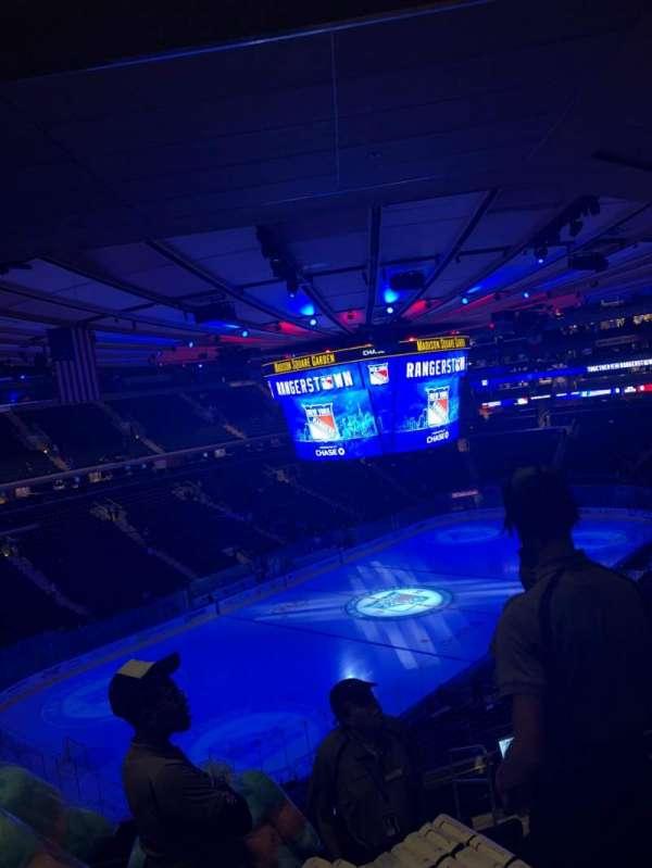 Madison Square Garden, vak: 220, rij: 10, stoel: 25