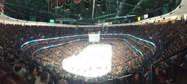 Honda Center, vak: 423, rij: Q, stoel: 1