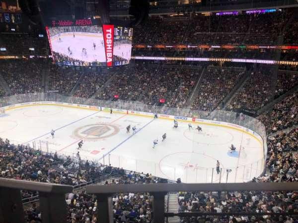 T-Mobile Arena, vak: 208, rij: A, stoel: 7