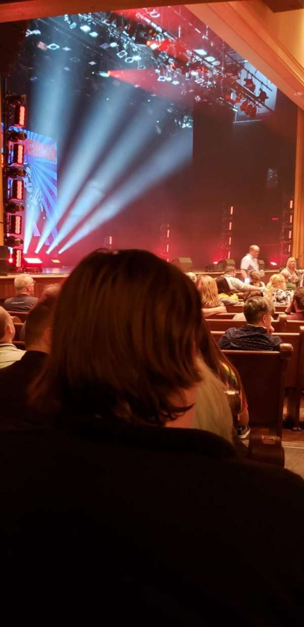 Ryman Auditorium, vak: MF-8, rij: P, stoel: 8