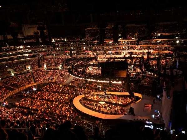 Staples Center, vak: 332, rij: 12, stoel: 15