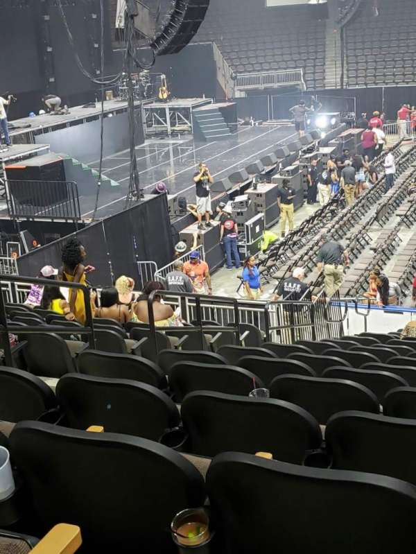 Vystar Veterans Memorial Arena , vak: 115, rij: R, stoel: 13