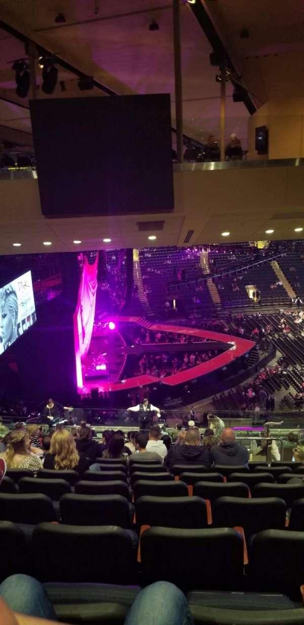 Madison Square Garden, vak: 222, rij: 20, stoel: 19