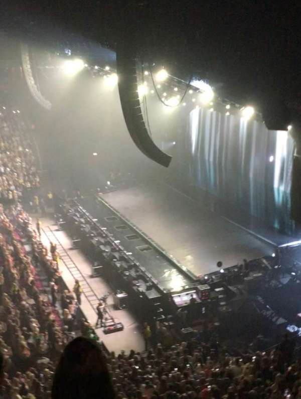 Manchester Arena, vak: 215, rij: C, stoel: 9-12