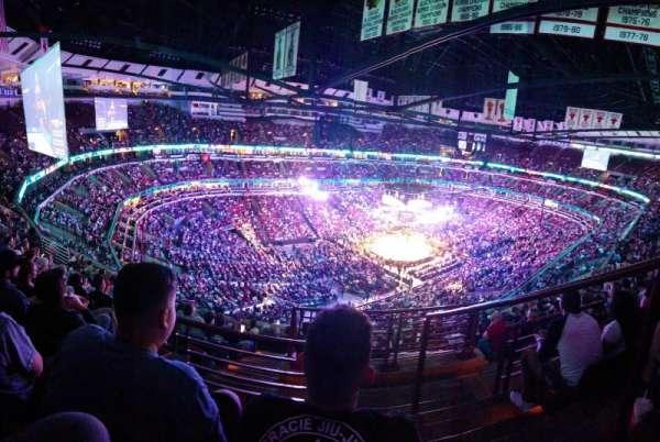 United Center , vak: 305, rij: 11, stoel: 1