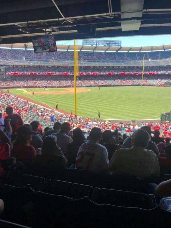Angel Stadium, vak: T232, rij: J, stoel: 7