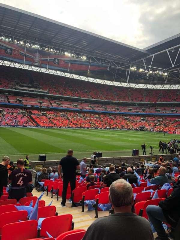 Wembley Stadium, vak: 103, rij: 16