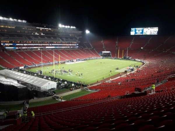 Los Angeles Memorial Coliseum, vak: 327, rij: 19, stoel: 18