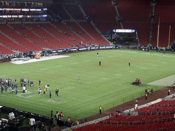 Los Angeles Memorial Coliseum, vak: 327, rij: 1, stoel: 39